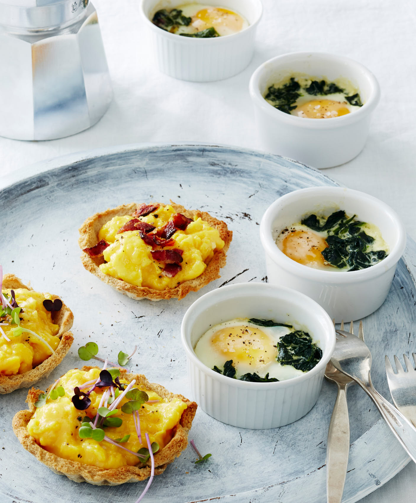 scrambled-egg-rye-tartlets-and-baked-eggs-0493-w